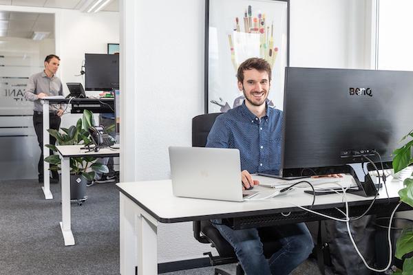 Mitarbeiter der Google Ads Agentur in Luzern bei der Arbeit.